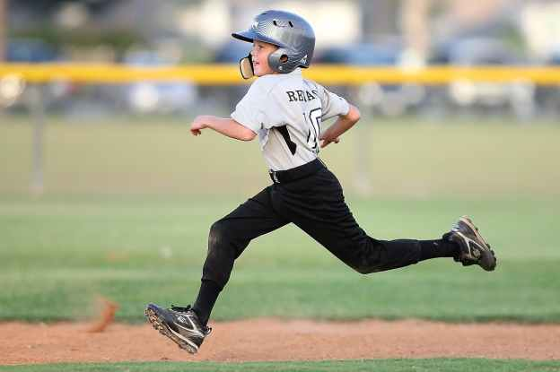 baseball-player-running-sport-163239.jpeg